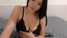 Horny Thai Teen Cumming On Webcam